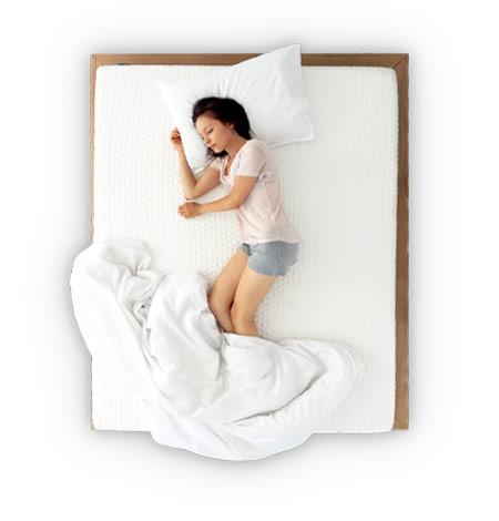Miegas su Napsie pagalve ant šono
